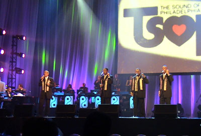 Russell Thompkins, Jr. and the New Stylistics performing in Atlantic City